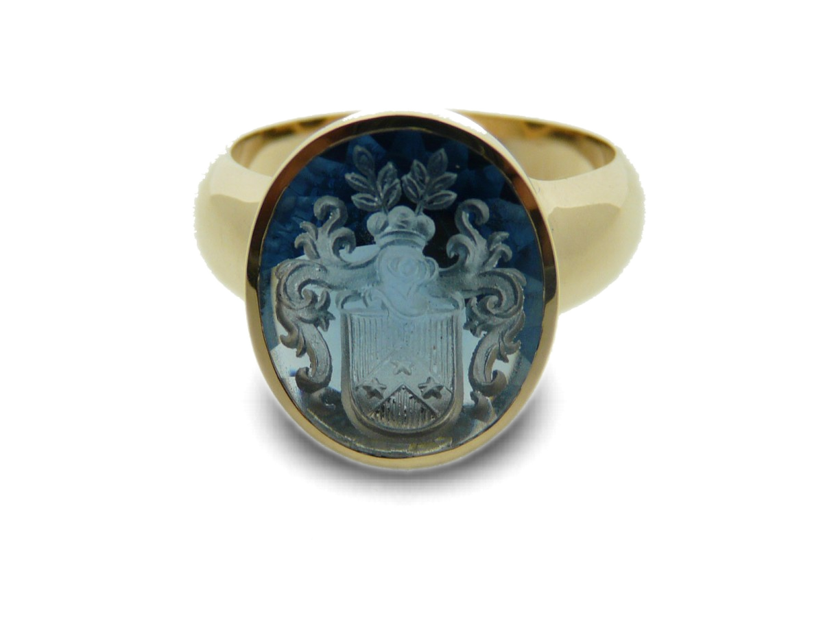 Men's ring with engraved synthetic Saphire