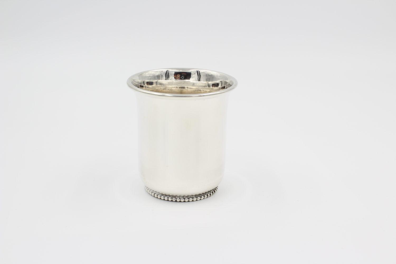 Zilveren kinderbeker tulpmodel met een parelrand