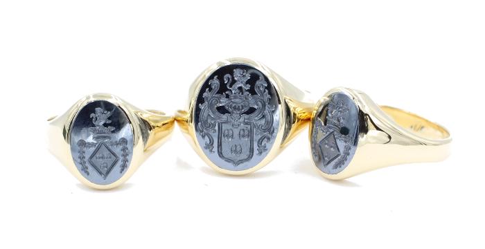 Drie familie ringen gezet met Hematiet zegelstenen