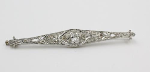witgouden staafbroche met bolsjewiek geslepen diamant