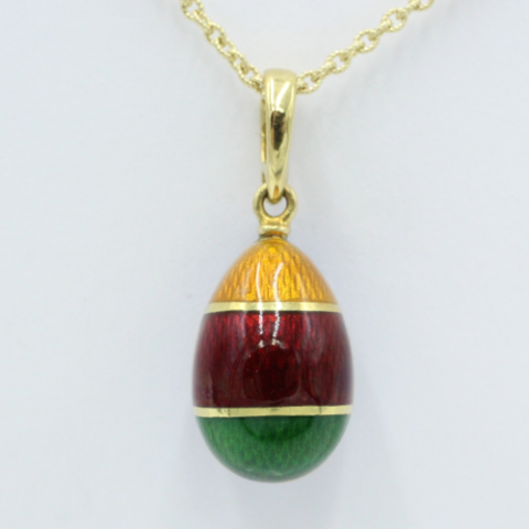 18 kt gouden Fabergé eitje, aan twee zijden draagbaar De ene zijde drie kleuren, de andere zijde versiert met een Russische adelaar , gelimiteerd 161/1000. Exclusief gouden collier