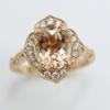 18 kt rosé gouden ring met een Morganiet van 2.66 ct en 0.31 ct aan briljanten . 5 gram Steengrootte is 10 bij 8 mm