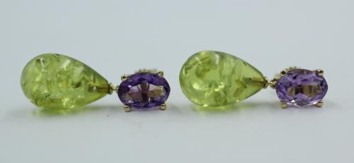 14 kt gouden Amethist en groene Barnsteen oorhangers. Handwerk eigen atelier