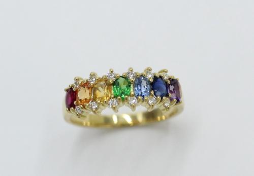 18 kt gouden regenboogring , 0.20 ct aan briljanten en 1.50 ct aan kleurstenen. De ring is gezet met robijn ,saffieren, amethist,tsavorith,topaas