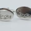 zilveren manchtknopen met daarop een golfer afgebeeld. De grootte 20½ bij 14½ mm . Plaatdikte 2 mm . Gewicht 12.64 gram , De knopen zijn vervaardigd in Engeland
