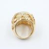 Zijaanzicht grote ring met Chalcedon van 20 mm