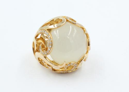 Bovenaanzicht 18 ct gouden ring met Chalcedon van 20 mm