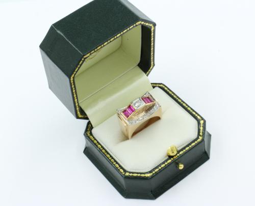 handgemaakte ring wit en rosé goud met robijnen en briljanten