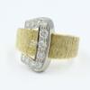 18 ct bi colour ring in de vorm van een gesp . Gezet met 0.60 ct aan briljant