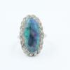 Platina ring met ovale fraaie zwarte opaal uit Lightning Ridge