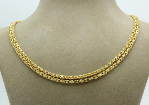 Een antiek collier , 154 cm lang , 18 karaats goud , 3.2 mm breed. Kan als twee-rij worden gedragen