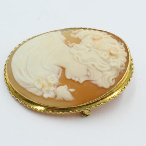 Camee broche in gouden rand
