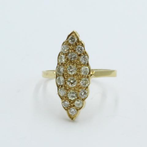 Navette vormige gouden ring met 18 briljanten