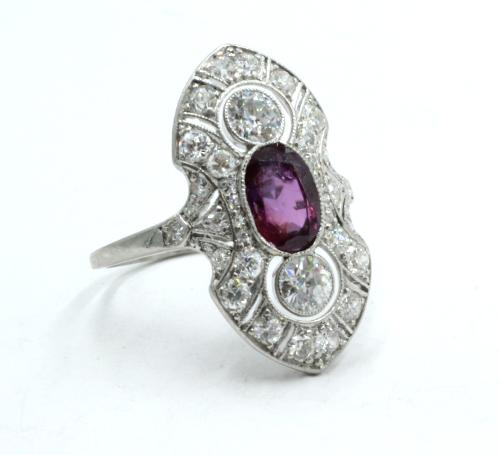 Art Deco ring met robijn . platina