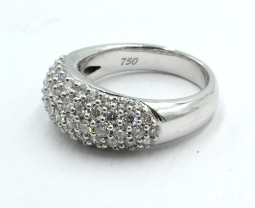 18 karaats witgouden ring met 59 briljanten