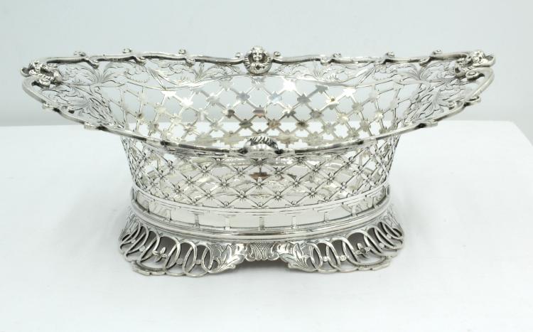 Zilveren mandje uit 1897 18 bij 13 cm. Kooiman , Schoonhoven