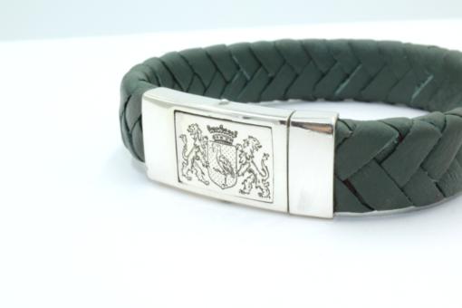 Armband leer met zilveren sluiting.