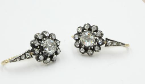 roosgeslepen diamanten oorhangers